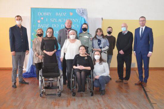 Przekazanie wózka inwalidzkiego dla Malwiny